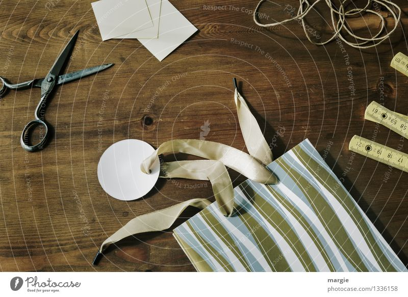 Geschenk einpacken Freizeit & Hobby Basteln Dekoration & Verzierung Büroarbeit Schreibwaren Papier Zettel Verpackung Paket Kitsch Krimskrams Schere Schleife
