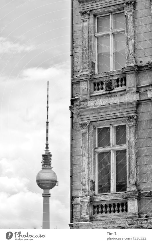 Ecke Berlin Stadt Haus Fenster Vergänglichkeit Vergangenheit Zukunftsangst Hauptstadt Stadtzentrum Sehenswürdigkeit Altstadt Fernsehturm verlieren