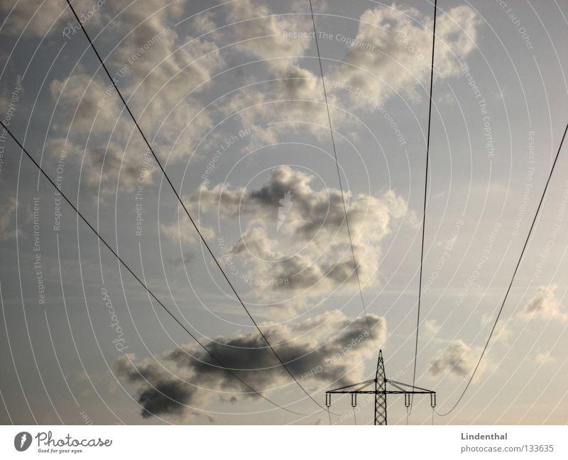 Wolkenspannung Elektrizität Strommast Linie fließen Hochspannungsleitung Macht Leitung Himmel Strukturen & Formen Wege & Pfade blau stromversorgung