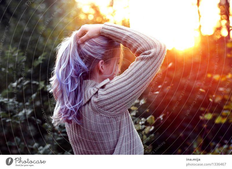 das Licht genießen Lichterscheinung Natur Umwelt Frau Jugendliche Junge Frau violett Haare & Frisuren Haarfarbe langhaarig außergewöhnlich Sonnenuntergang