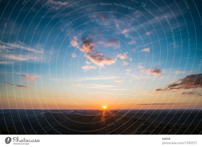 Sunset Pt. X Natur Landschaft Himmel Wolken Horizont Sonne Sonnenaufgang Sonnenuntergang Sonnenlicht Sommer Schönes Wetter Wald Hügel Berge u. Gebirge leuchten