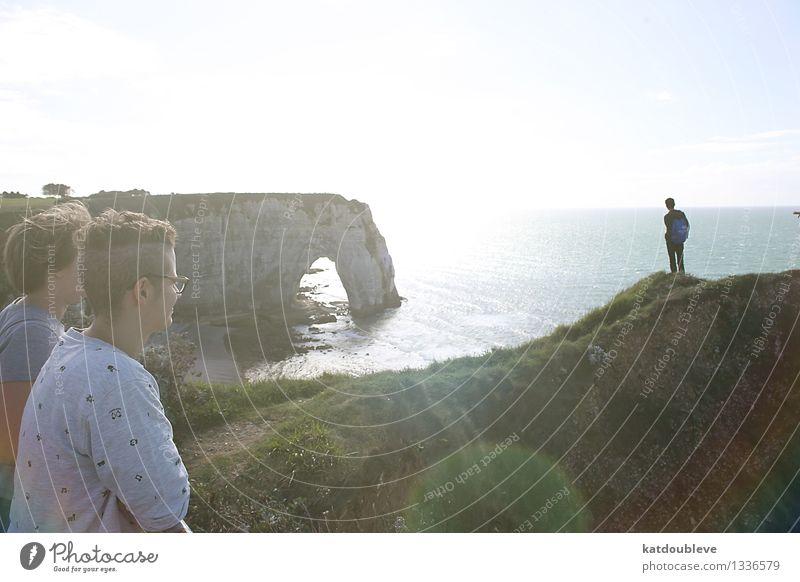 Amor Fati androgyn Homosexualität Hügel Felsen Schlucht Küste Meer beobachten Blick maritim Begeisterung Euphorie Warmherzigkeit Freundschaft Zusammensein Liebe