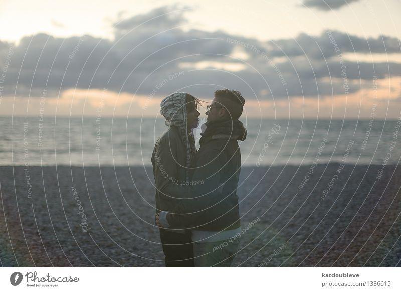 Your faith decides androgyn Homosexualität Paar Partner Küste Strand Meer berühren Erholung Küssen Liebe träumen Zusammensein schön Glück Zufriedenheit