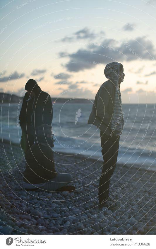 To the sea feminin androgyn Homosexualität 3 Mensch Küste Meer beobachten entdecken Erholung genießen Ferne Gefühle Freundschaft Zusammensein ruhig Trauer