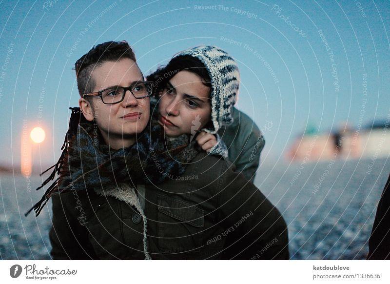Y.K.I.W.G.T.T.END.O.T.W.W.Y. androgyn Homosexualität Küste Strand berühren Erholung Liebe Blick frei Freundlichkeit Glück kalt kuschlig maritim Zufriedenheit