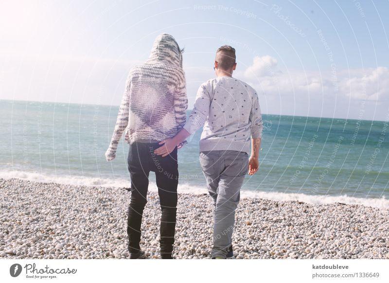 Come with me my love feminin androgyn Homosexualität Freundschaft Paar Partner 2 Mensch Küste Strand Meer berühren Bewegung entdecken Erholung laufen Liebe frei