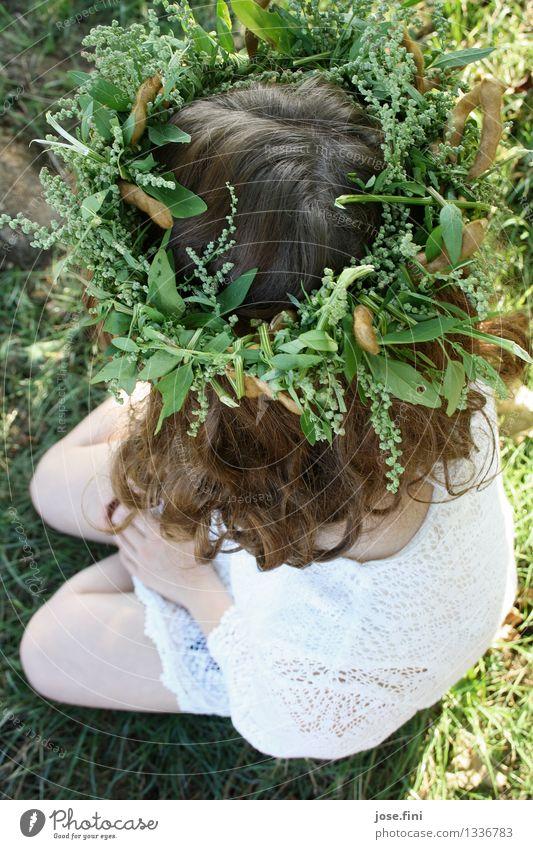 Wiesenkranz feminin Mädchen Junge Frau Jugendliche Haare & Frisuren 13-18 Jahre Natur Kranz Locken sitzen schön Gefühle Romantik Einsamkeit Hoffnung Kreativität
