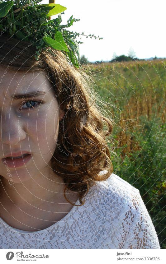 """""""Wie viele Photos denn noch...?"""" feminin Mädchen Junge Frau Jugendliche Kindheit 13-18 Jahre Natur Schönes Wetter Grünpflanze Kräuter & Gewürze Feld Kranz"""