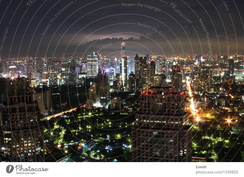 Nacht über Bangkok Ferien & Urlaub & Reisen Stadt Feste & Feiern Business Horizont Tourismus modern Verkehr Hochhaus groß Höhenangst Skyline Hauptstadt Stress