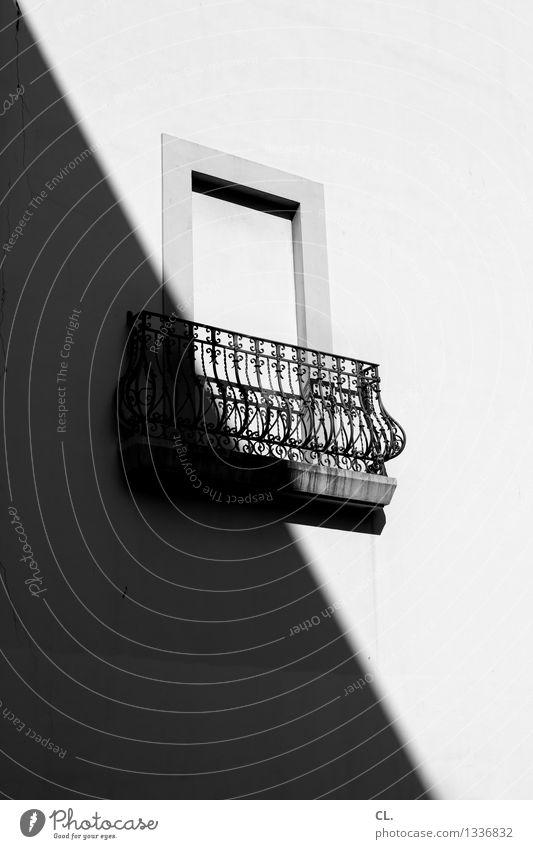 porto \ Sommer Schönes Wetter Portugal Stadt Haus Architektur Mauer Wand Fenster Gitter Häusliches Leben Schwarzweißfoto Außenaufnahme Menschenleer Tag Licht