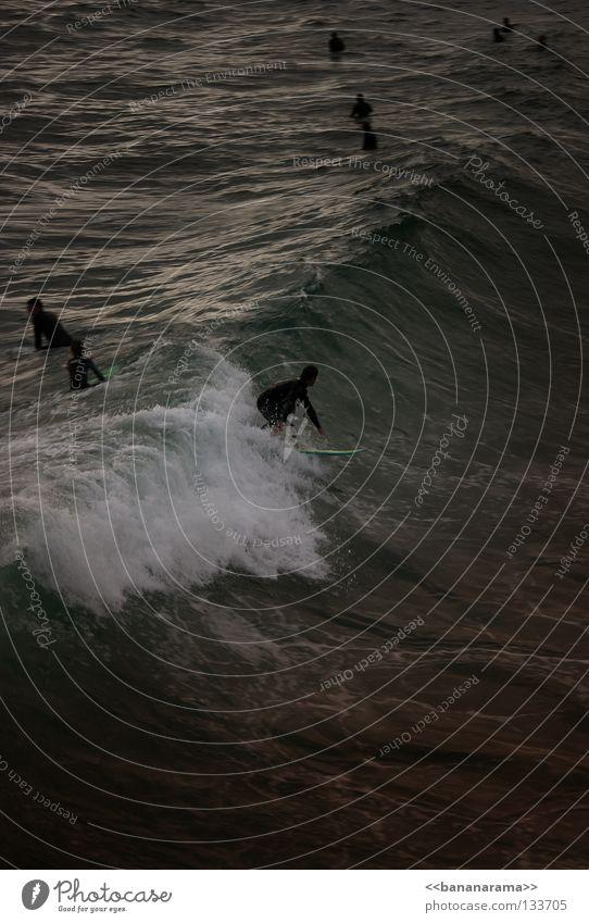 Gefährliche Brandung 3 Wasser Meer Strand Wellen Surfen Surfer Funsport Surfbrett Wildwasser