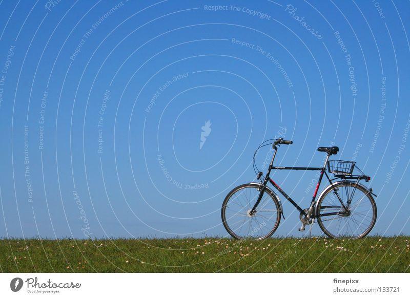 Pause...! Himmel Ferien & Urlaub & Reisen blau grün weiß Erholung Einsamkeit ruhig Wolken Freude Ferne Wärme Wiese Gras Wege & Pfade Küste