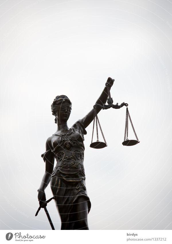 Justitia feminin Skulptur Himmel Wolken Waage Figur festhalten ästhetisch elegant dünn Erotik grau Gerechtigkeit Ungerechtigkeit Politik & Staat
