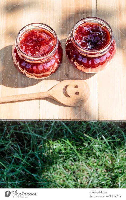 Natur Sommer rot Gras natürlich Frucht frisch Tisch Kochen & Garen & Backen Jahreszeiten lecker Frühstück Tradition vertikal Erdbeeren Löffel