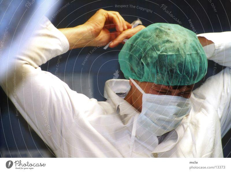 wie geht der knoten? Arzt Wissenschaften Krankenhaus Operation Mundschutz Schutzbekleidung