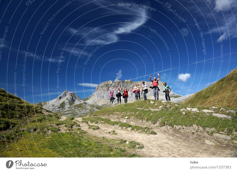 Hüpfberg Himmel Natur Ferien & Urlaub & Reisen blau Sommer Landschaft Ferne Berge u. Gebirge Umwelt Freiheit Felsen springen Wetter Tourismus wandern Ausflug