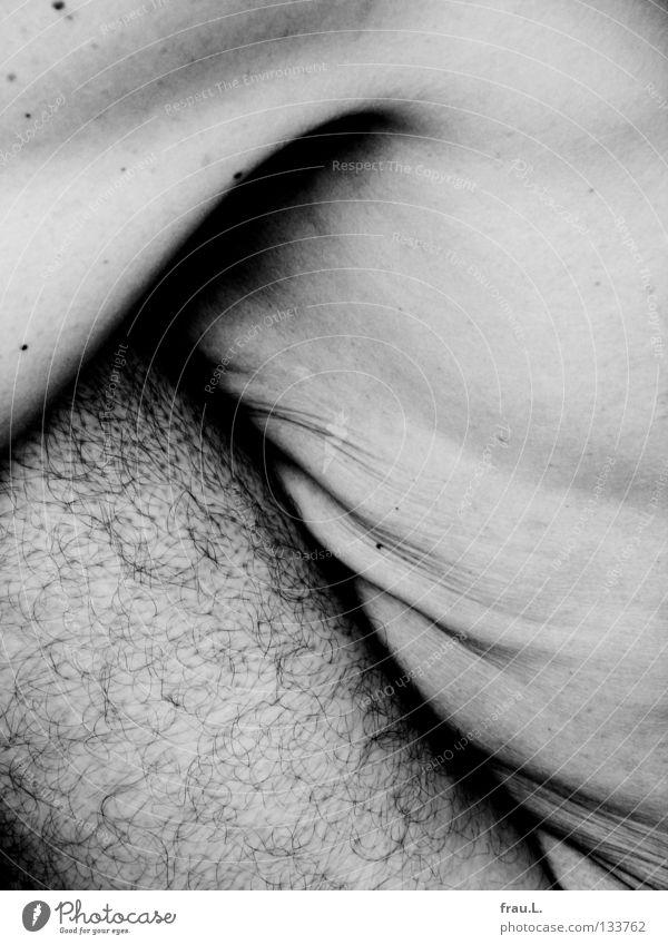 gefaltet Mann 50 plus Oberkörper dünn bleich weich Mensch Achsel Achselhaare Leberfleck nackt verwundbar Brustkorb Zahn der Zeit junger Alter Bauch Beine