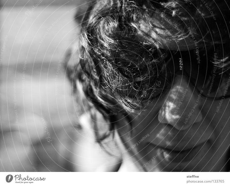 Vom Winde verweht Porträt Frau Junge Frau Lippen verführerisch Sonnenbrille Brille schwarz weiß Erholung Licht Schwarzweißfoto Dame madda Gesicht Auge Nase Mund