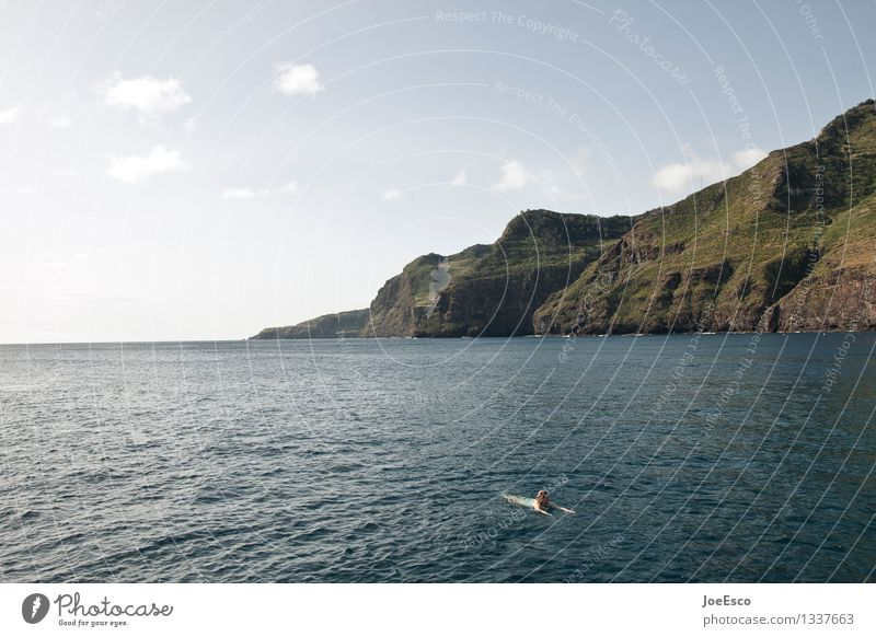 #1337663 Freizeit & Hobby Ferien & Urlaub & Reisen Abenteuer Freiheit Sommer Meer Berge u. Gebirge Schwimmen & Baden Frau Erwachsene Mensch 18-30 Jahre