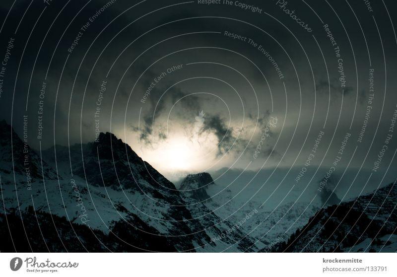 Im Anbeginn Natur Sonne blau Wolken Schnee Berge u. Gebirge Landschaft Beginn Schweiz Hügel Strahlung aufwachen Bergkette Bergkamm Lichtstrahl Kanton Graubünden