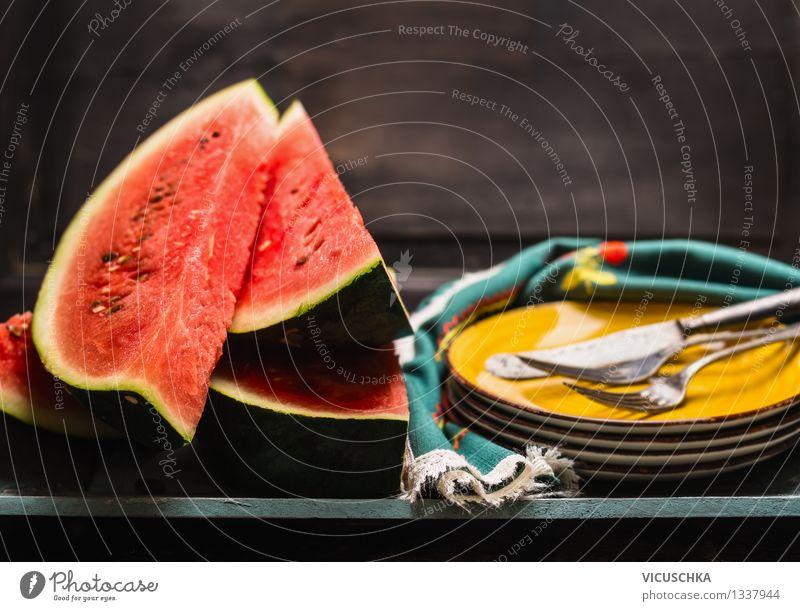 Wassermelonen Saison in der Küche Lebensmittel Frucht Dessert Ernährung Bioprodukte Diät Geschirr Teller Besteck Messer Gabel Stil Design Gesunde Ernährung