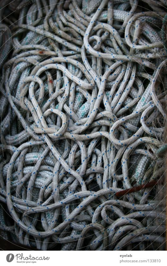 Bandwurm oder Seemannsgarn ? Meer Spielen Küste Wasserfahrzeug frei Ausflug Seil Schnur Unendlichkeit lang dünn Schifffahrt Handwerk obskur durcheinander