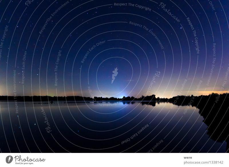 Sternenhimmel überm See Himmel Landschaft glänzend groß Romantik Unendlichkeit Seeufer Nachthimmel gigantisch Sternschnuppe Sternbild Observatorium
