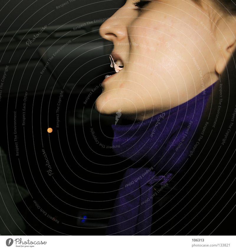 TATSACHEN Frau Mensch Freude Gesicht schwarz dunkel Spielen träumen lachen Mund Haut Nase süß Hoffnung Zähne Lippen