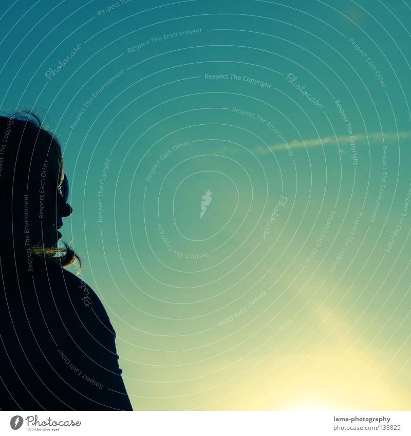 Just enjoy! Frau Himmel Sonne blau Sommer Wolken Erholung Haare & Frisuren Wärme Beleuchtung Wind sitzen Aussicht Physik heiß genießen