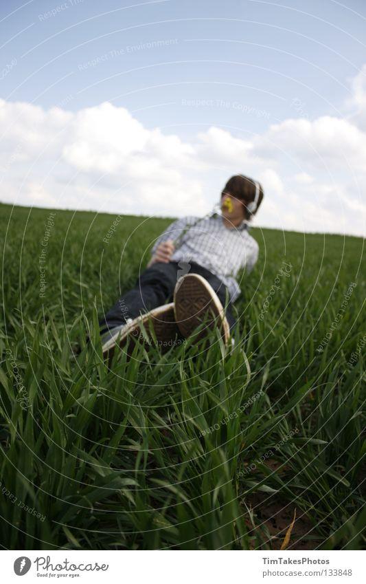 freedom 3 Mensch Himmel Jugendliche blau grün Blume Wolken gelb Freiheit Gras T-Shirt Jeanshose Hemd Stock Image Bildbearbeitung