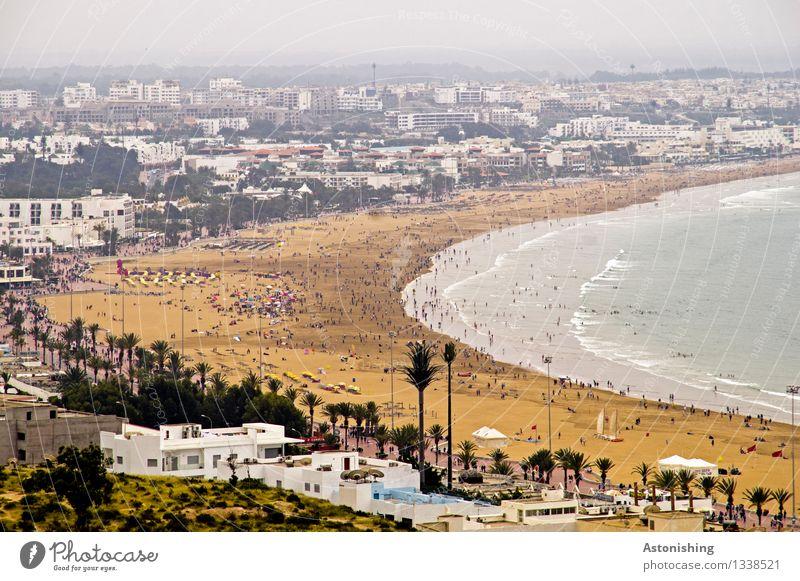 Beach Mensch Himmel Natur Ferien & Urlaub & Reisen Stadt Pflanze blau Meer Wolken Haus Ferne Strand Umwelt Küste grau Sand