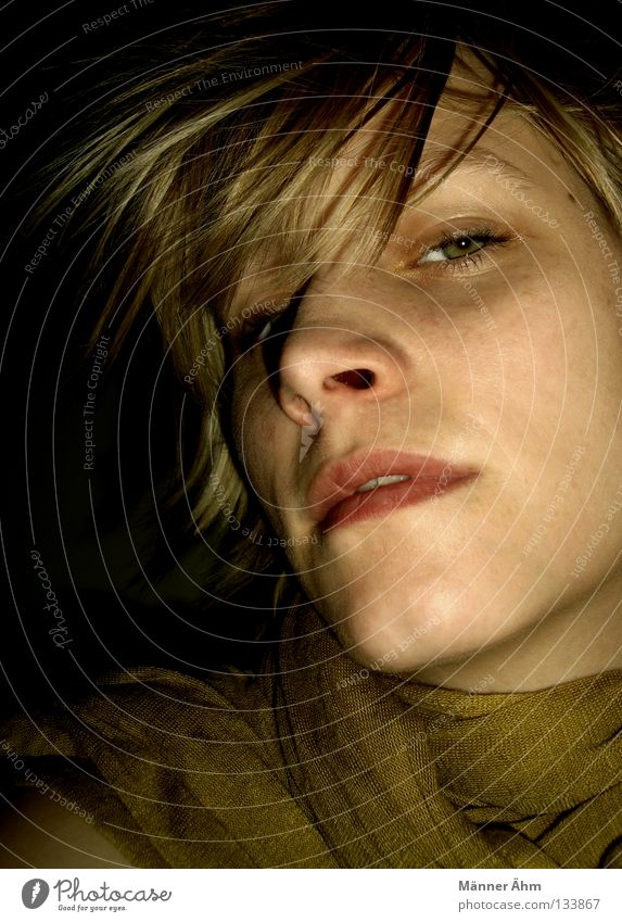 Wie Frühling Frau schön Einsamkeit Gesicht Auge oben Haare & Frisuren Zusammensein blond Mund Nase Sicherheit Bekleidung rein Schal immer