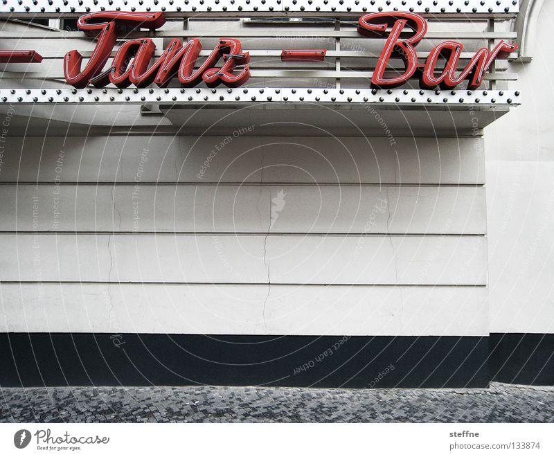 TANZ MIT MIR! Stadt Freude Haus Wand Party Musik Feste & Feiern Tanzen gehen Fassade Fröhlichkeit Streifen Dorf Bar Gastronomie Disco