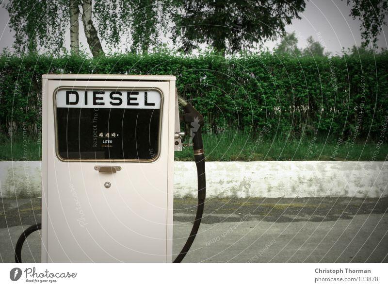 Schnapszahl Tankstelle Ölindustrie tanken Verteuerung Zapfhahn Zapfsäule Schlauch Griff Benzin Diesel Mineralöl Erdgas Biodiesel Biomasse Raps Umwelt ökologisch