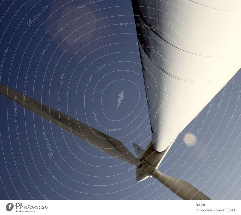 gleich kippt sie weiß blau Bewegung Kraft Feld Wind Umwelt Kraft Sicherheit Energiewirtschaft Elektrizität Zukunft Technik & Technologie Klima Flügel Sturm