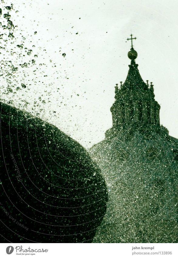 San Pietro in Vaticano Wasser Religion & Glaube Vatikan Wetter nass Wassertropfen Rücken Brunnen Mitte heilig spritzen Rom blenden monumental Gotteshäuser