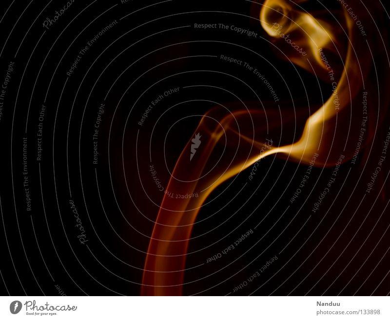 Prickeln Räucherstäbchen Physik Flirten Leidenschaft taumeln gefährlich dunkel rot gelb Zärtlichkeiten Romantik zerbrechlich Vergänglichkeit Impuls zügellos