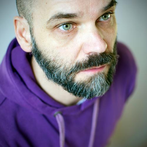 Nur hart mit Bart maskulin Mann Erwachsene Senior Gesicht 1 Mensch 30-45 Jahre 45-60 Jahre Pullover schwarzhaarig grauhaarig kurzhaarig Vollbart alt Blick hell