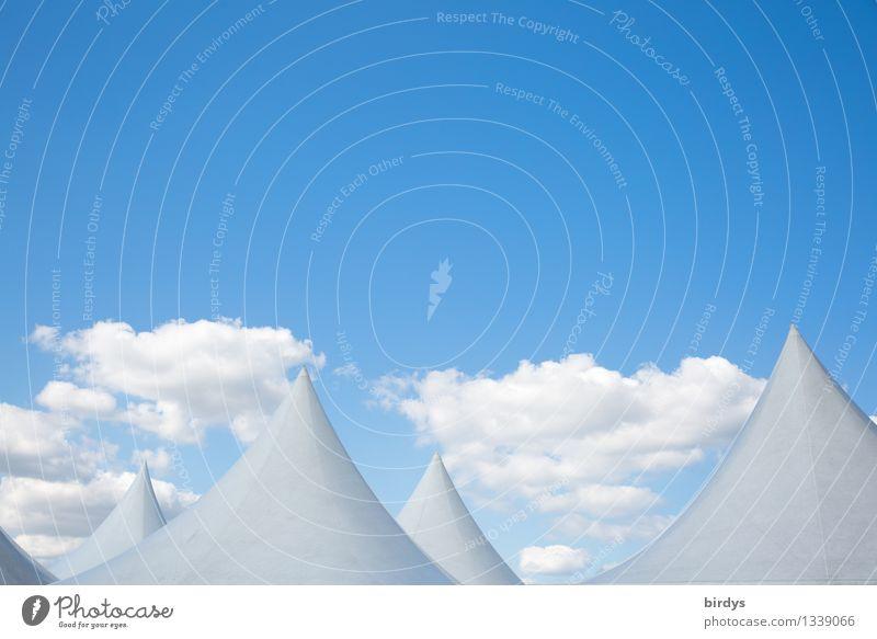 Zipfelwelt nur Himmel Wolken Schönes Wetter Zelt Dach Spitze kegelförmig ästhetisch außergewöhnlich fantastisch positiv blau weiß bizarr einzigartig Horizont