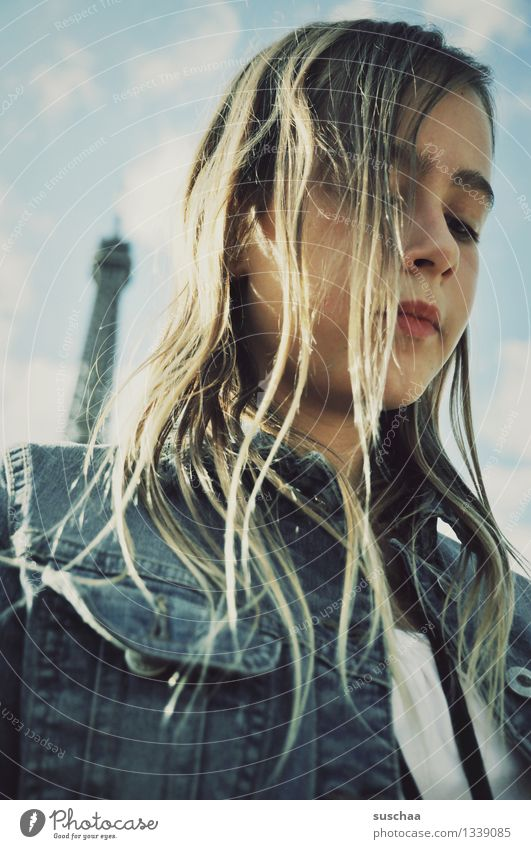 bonjour paris Kind Mädchen Jugendliche Junge Frau Haare & Frisuren Porträt Tour d'Eiffel Paris Frankreich Turmspitze Wahrzeichen Gesicht