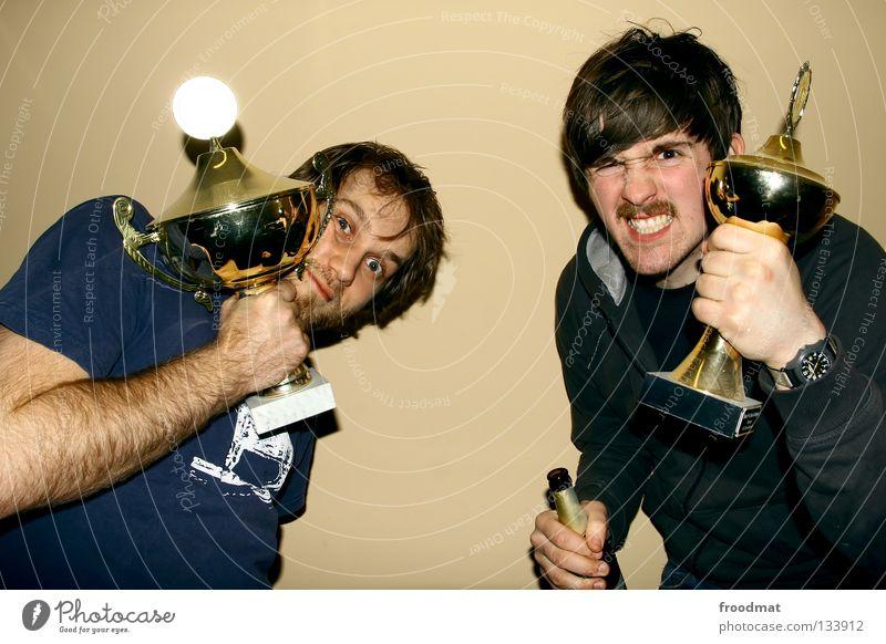 Pokalmatadoren Jugendliche Freude Sport Spielen Glück Party lustig Feste & Feiern Erfolg Fröhlichkeit Macht Coolness Ziel Bier stark sportlich