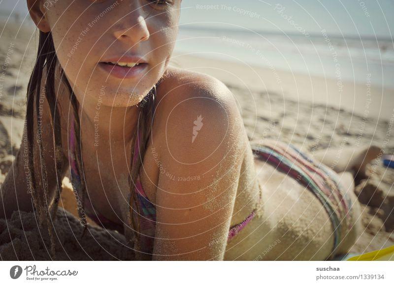 tag am strand III Kind Ferien & Urlaub & Reisen Wasser Erholung Meer Mädchen Strand Gesicht Wärme Sand liegen Haut Sonnenbad Bikini
