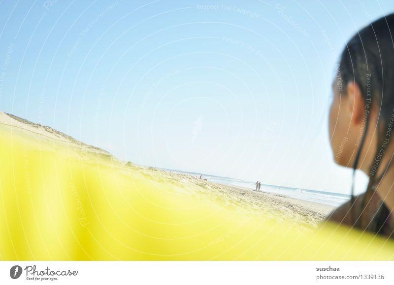 blau und gelb Kind Himmel Ferien & Urlaub & Reisen Sommer Sonne Erholung Meer Mädchen Strand gelb Schwimmen & Baden Kopf Düne Atlantik Luftmatratze