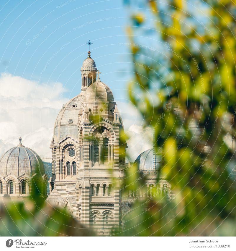 Cathédrale Sainte-Marie-Majeure de Marseille I Himmel Stadt Himmel (Jenseits) Baum Architektur Religion & Glaube hell ästhetisch Kirche Dach Skyline Frankreich
