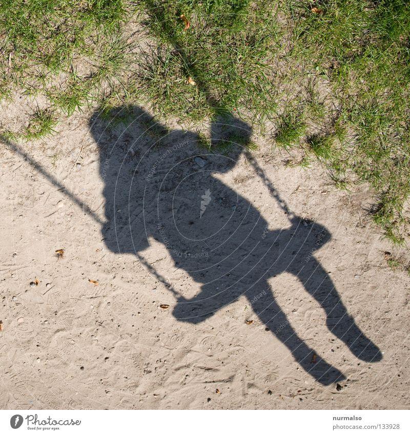 Schaukelschatten III Mensch Kind Mädchen Sonne Sommer Freude Leben Gefühle Spielen Fuß Wärme klein frei sitzen Freizeit & Hobby Flügel