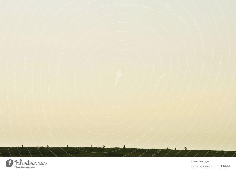 LEMMINGE Himmel Natur Strand Spielen Küste Menschengruppe Horizont minimalistisch strampeln