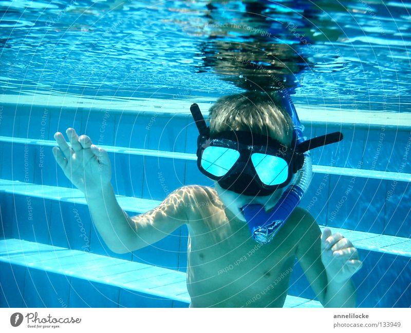 wie ein fisch Mensch Kind Wasser blau Sommer Freude Ferien & Urlaub & Reisen Junge Spielen Wellen Haut maskulin nass verrückt Treppe