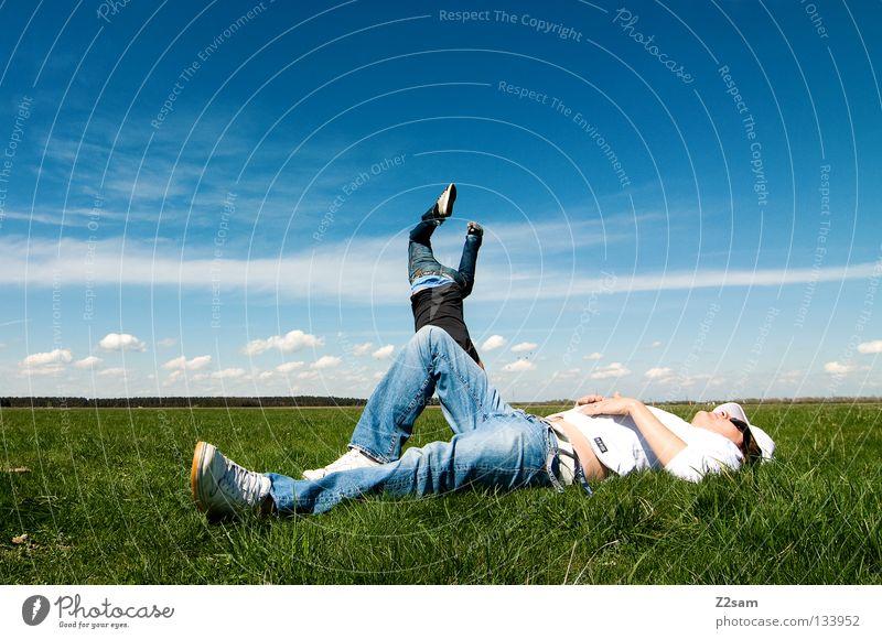 2 in 1 Handstand Erholung Aktion April Baseballmütze genießen Gras grün hell-blau Mann maskulin Mütze ruhen Himmel Sommer Sonntag springen Stil weiß Wiese