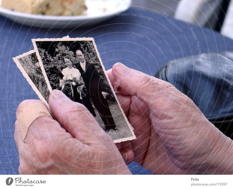 memories Erinnerung Fotografie Hand Frau alt