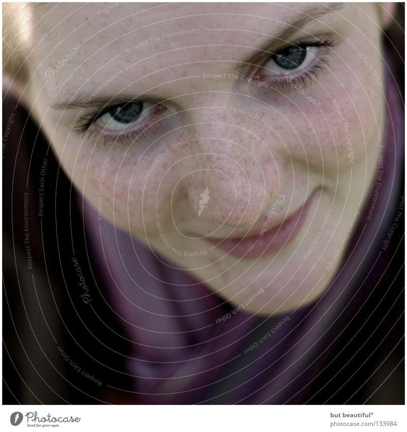 be° Porträt weich Schal Sommersprossen lieblich Freude Frau Auge banal